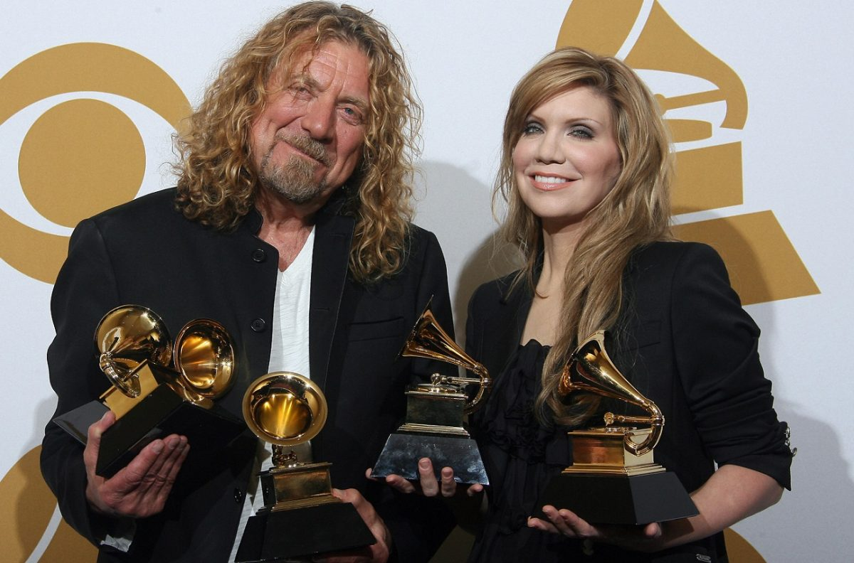 Robert Plant and Alison Krauss hold multiple Grammy Awards and smile for the camera in 2009