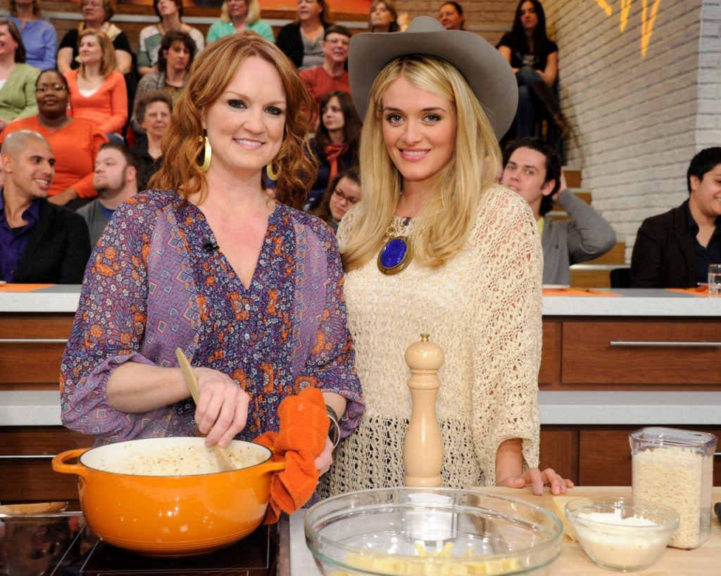 Ree Drummond and Daphne Oz on 'The Chew'