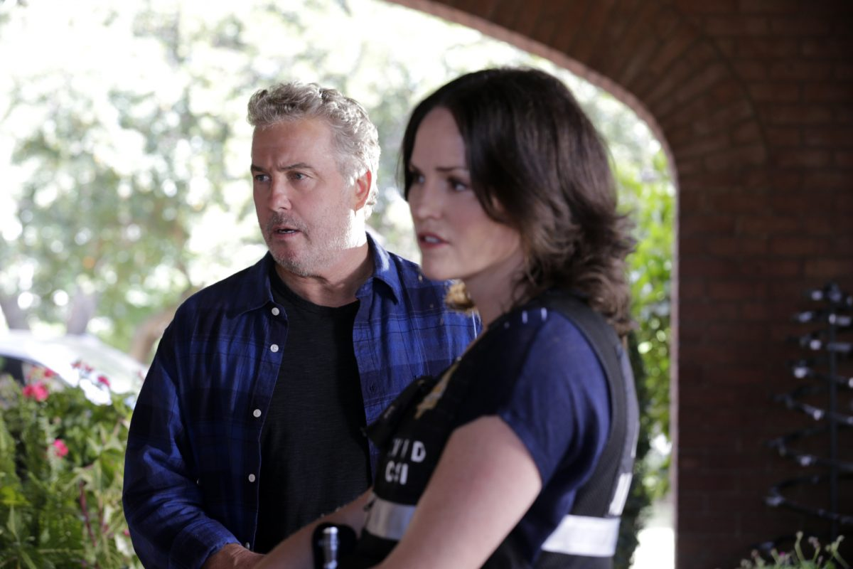 Gil Grissom and Sara Sidle looking to the left in an episode of CSI