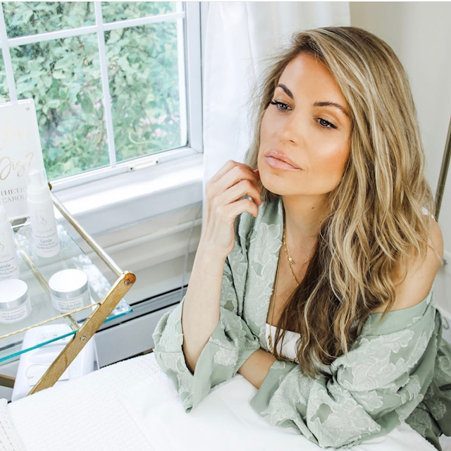 Nicole Caroline používá při svých kosmetických ošetřeních pleťový krém.