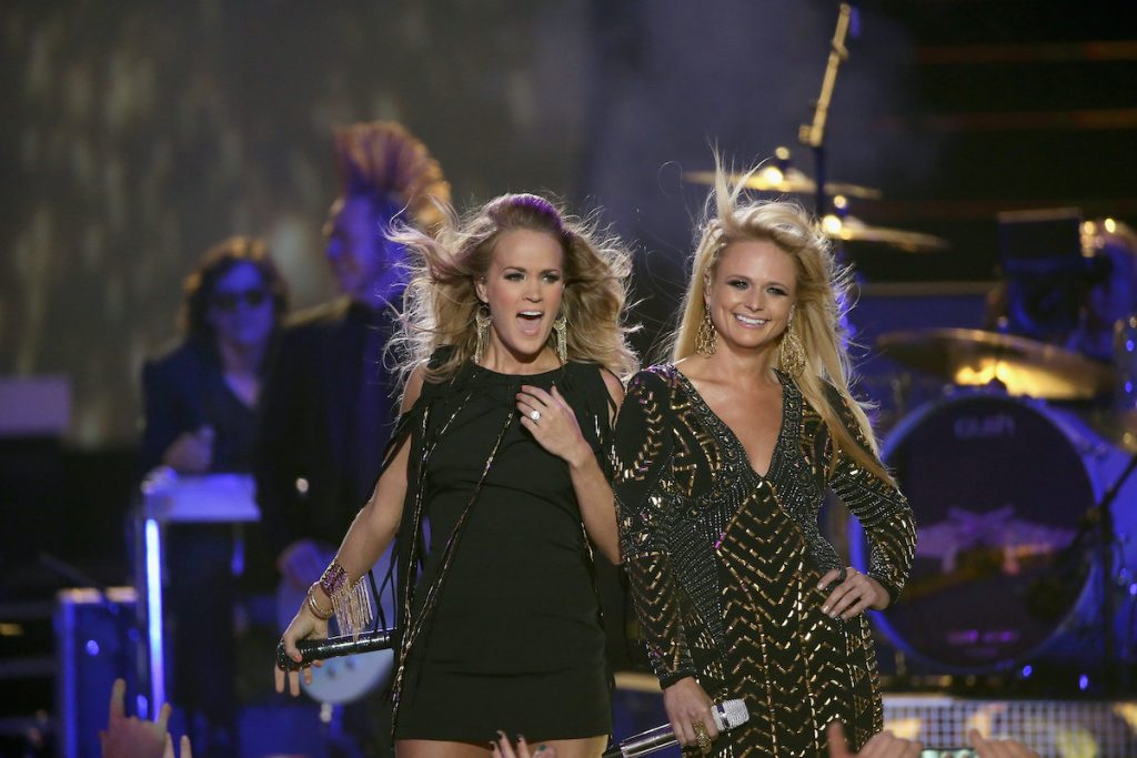 Carrie Underwood and Miranda Lambert perform at the CMT Music Awards in 2014