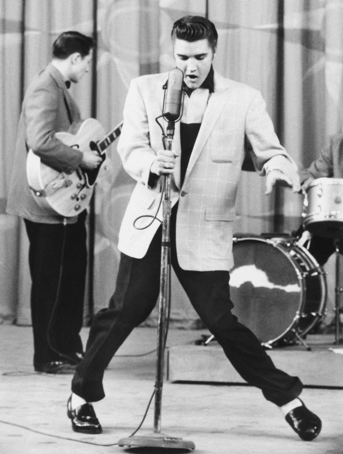 Black and white photo of Elvis Presley performing 'Hillbilly Heartbreak' in Hollywood