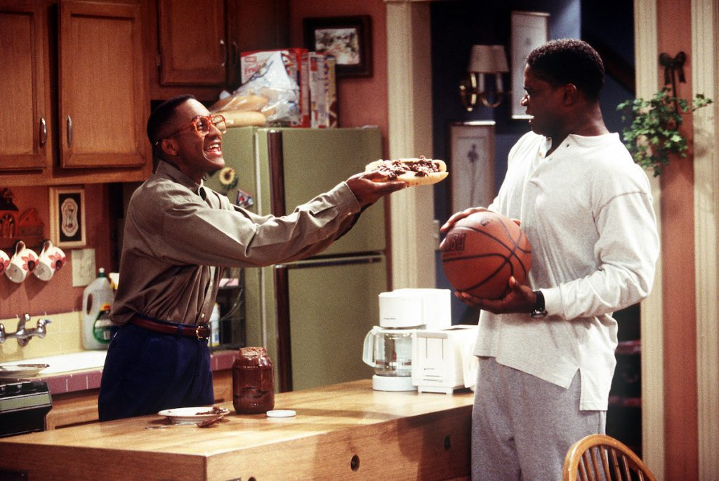Steve Urkel (Jaleel White) shares some quality time with his buddy Eddie Winslow (Darius McCrary) on the TV sitcom 'Family Matters'