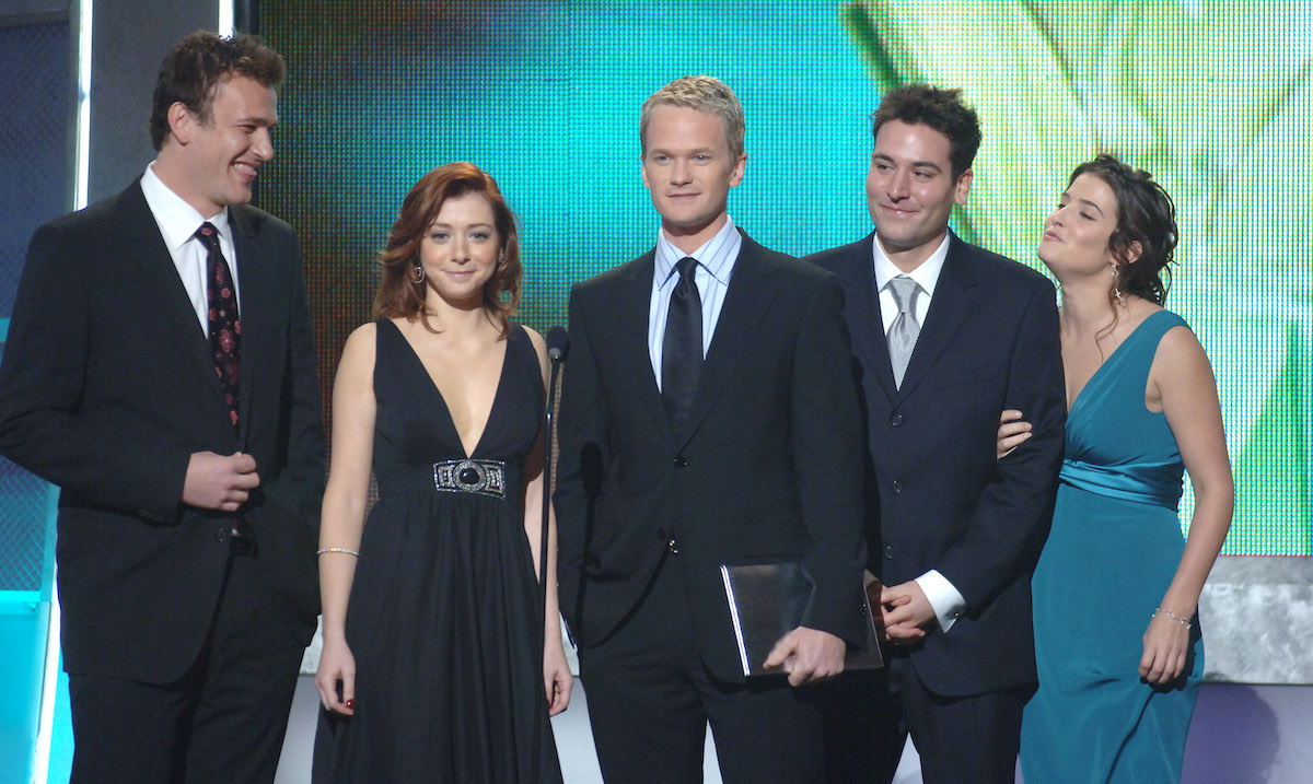 The 'How I Met Your Mother' presents the award for Favorite TV Comedy at the The 32nd Annual People's Choice Awards