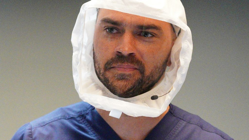 Jesse Williams as Jackson Avery looking into the distance in Grey's Anatomy season 17 episode 12,