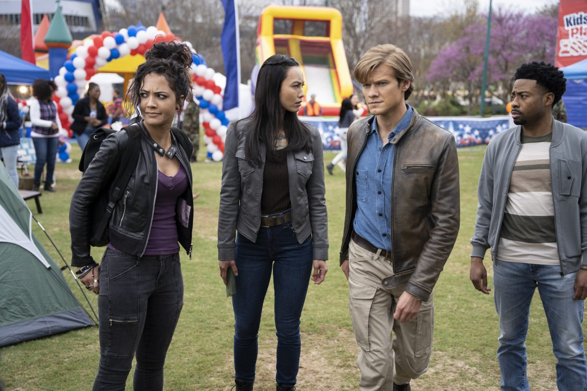 MacGyver cast members at fair in a scene from the show's series finale