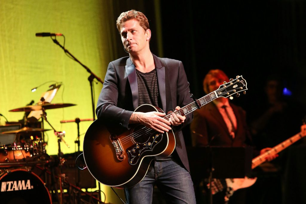 Rob Thomas of Matchbox Twenty performing