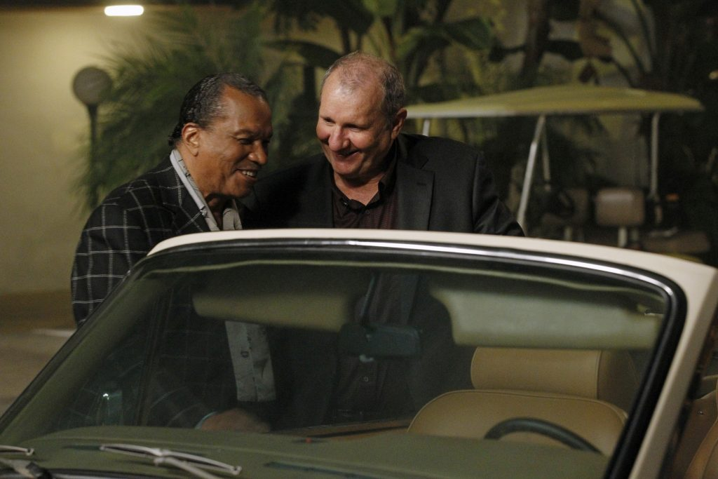 'Modern Family' episode titled 'New Year's Eve,' featuring Billy Dee Williams