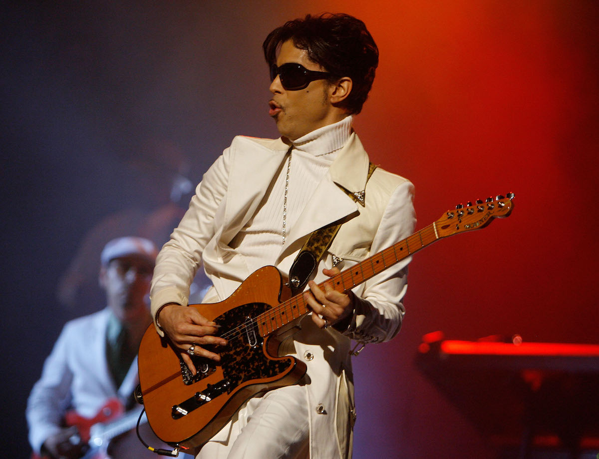 Prince performs during the 2007 NCLR ALMA Awards