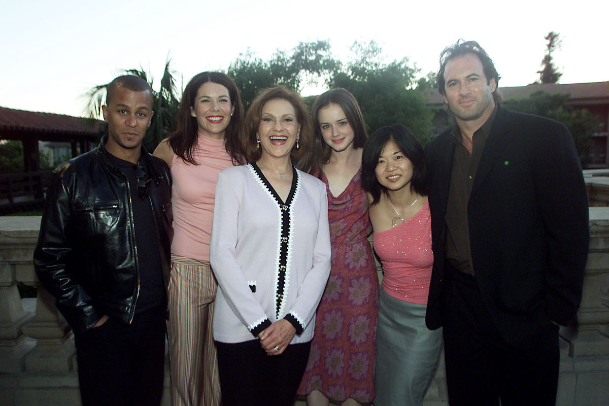 Yanic Truesdale, Lauren Graham, Kelly Bishop, Alexis Bledel, Keiko Agena, and Scott Patterson stand together