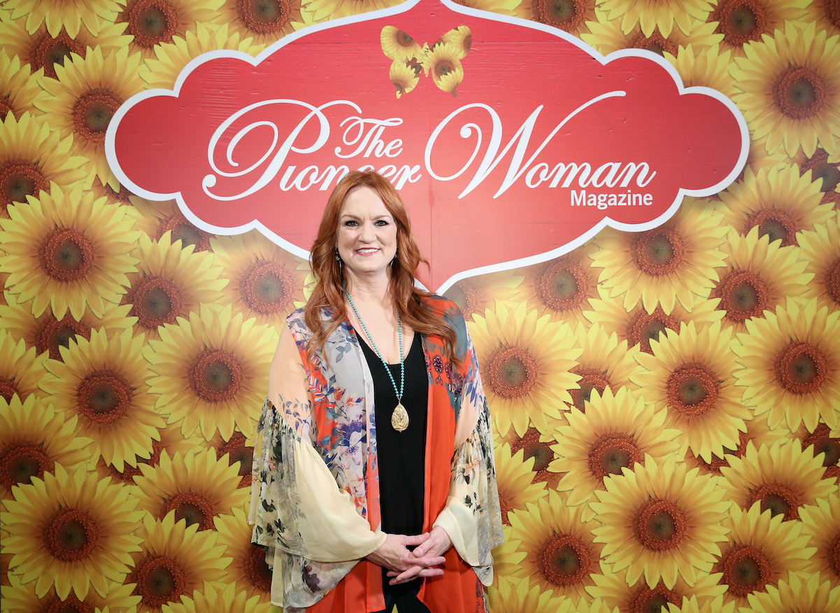 Ree Drummond, star of 'The Pioneer Woman' poses in front of a sunflower backdrop in 2017