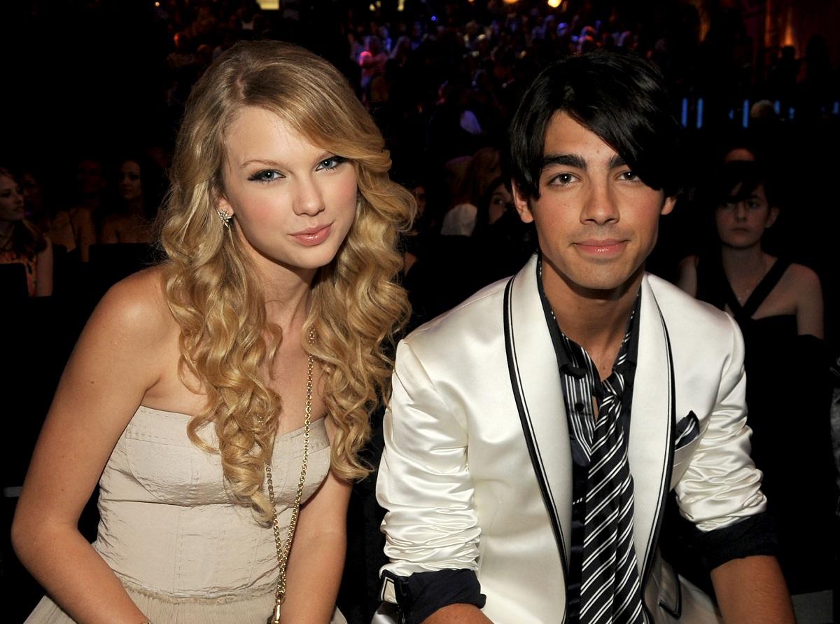 Taylor Swift (L) and Joe Jonas at the 2008 MTV Video Music Awards.