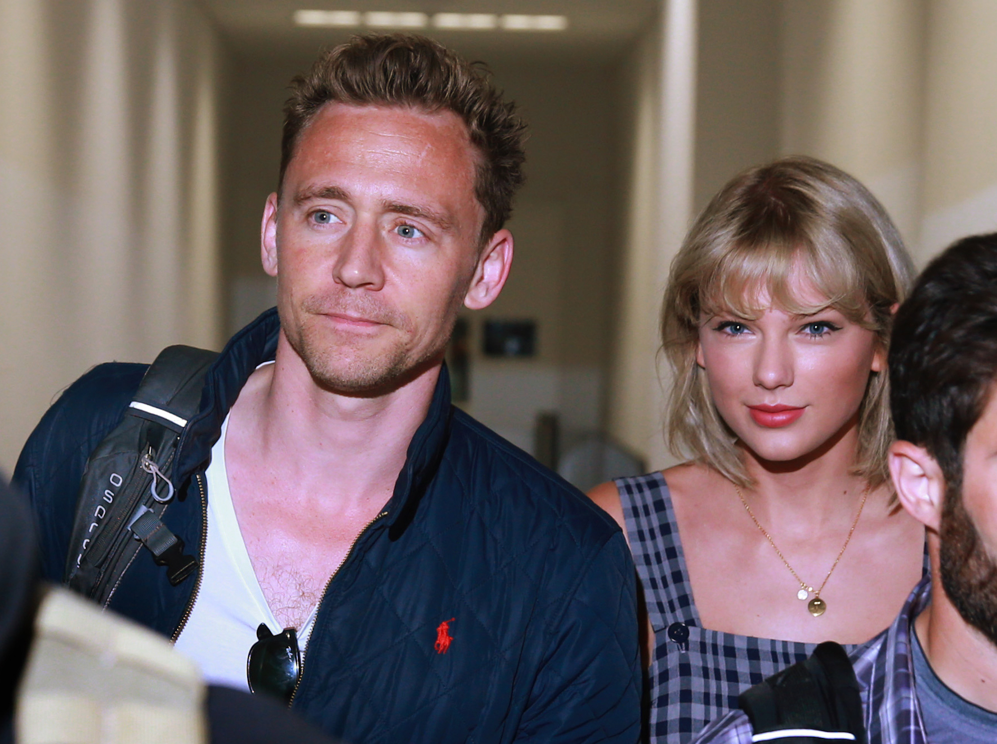Tom Hiddleston and Taylor Swift arrive at Sydney International Airport, 2016