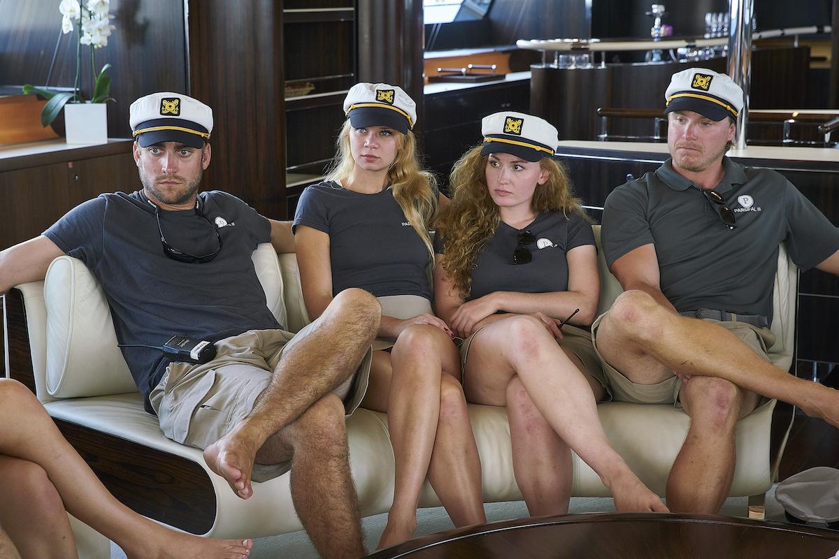 Parker McCown, Madison Stalker, Ciara Duggan, Paget Berry debajo de la cubierta del velero Temporada 1