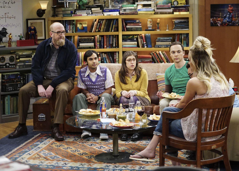 Brian Posehn, Kunal Nayyar, Mayim Bialik, Jim Parsons, Johnny Galecki, and Kaley Cuoco in 'The Big Bang Theory'