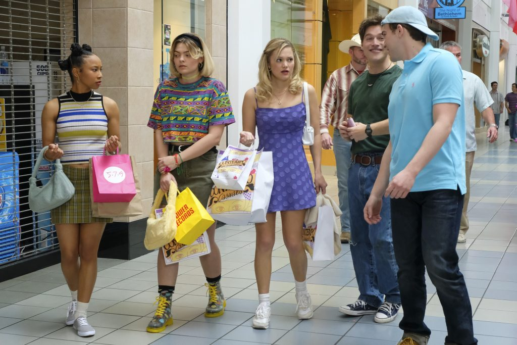 Cruel Summer Episode 7 Kate Wallis heads to the mall with her best friends and boyfriend