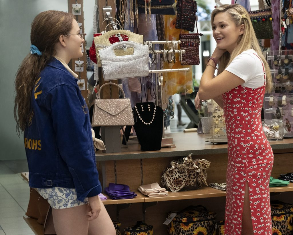 Cruel Summer Freeform Jeanette and Kate talking at the mall