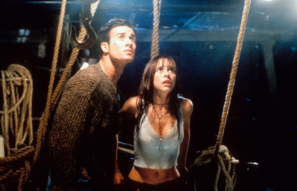 Freddie Prinze Jr and Jennifer Love Hewitt looking up in fear in a scene from the film 'I Still Know What You Did Last Summer'