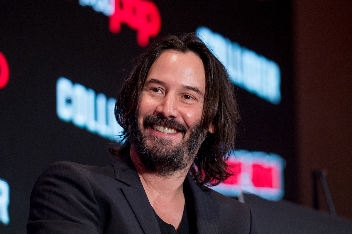 A smiling and bearded Keanu Reeves talks 'Replicas' at the 2017 New York Comic Con