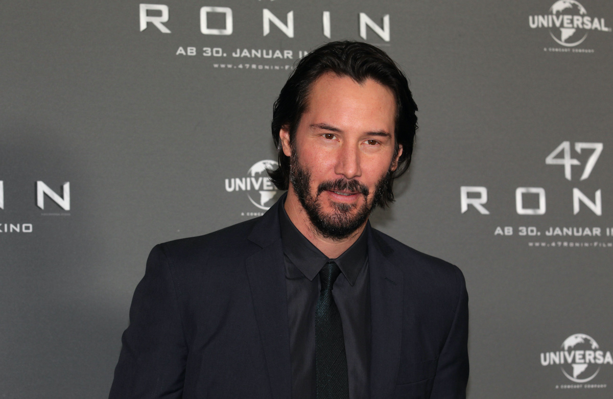 Keanu Reeves wears an all-black suit at the '47 Ronin' photocall