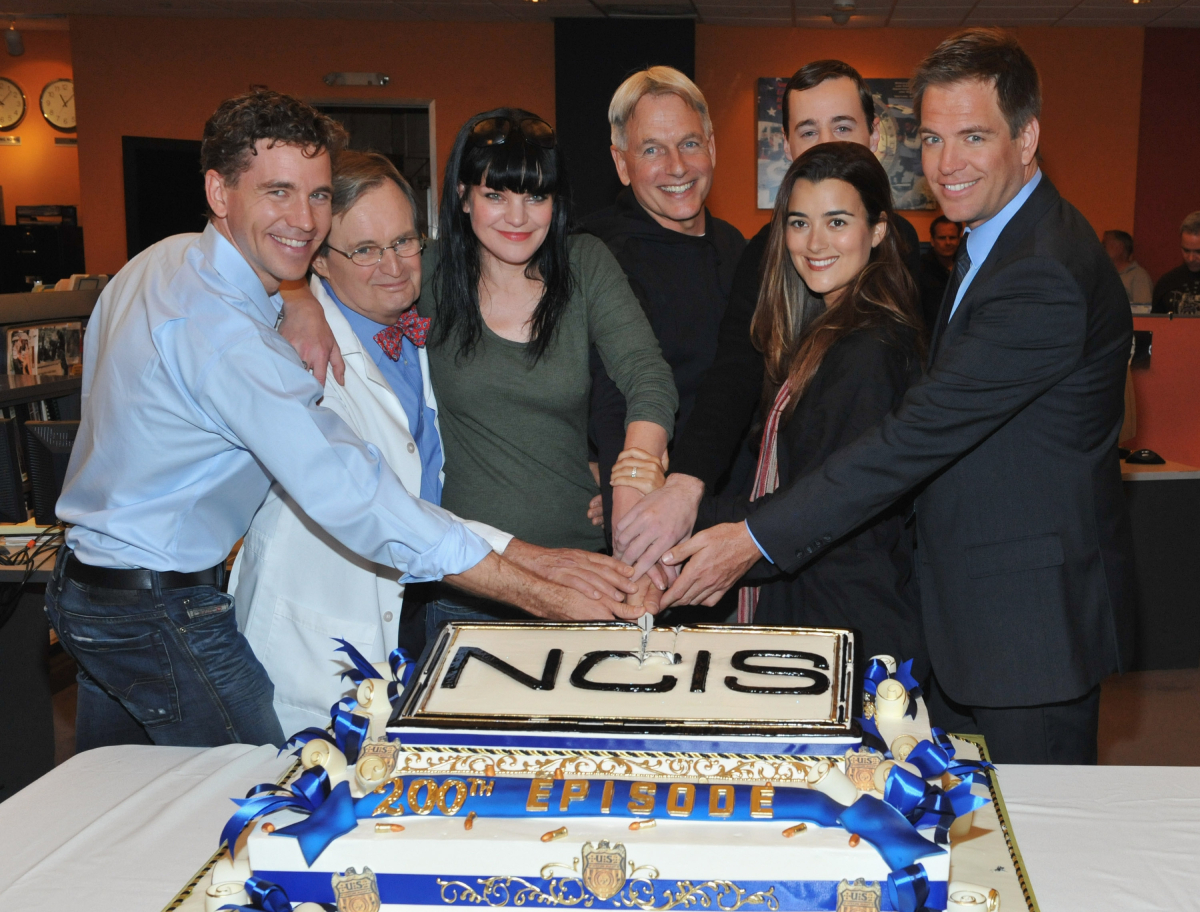 """Brian Dietzen, David McCallum, Pauley Perrette, Mark Harmon, Sean Murray (backrow)Cote de Pablo and Michael Weatherly pose at CBS' """"NCIS"""" celebration of their 200th episode on January 3, 2012"""