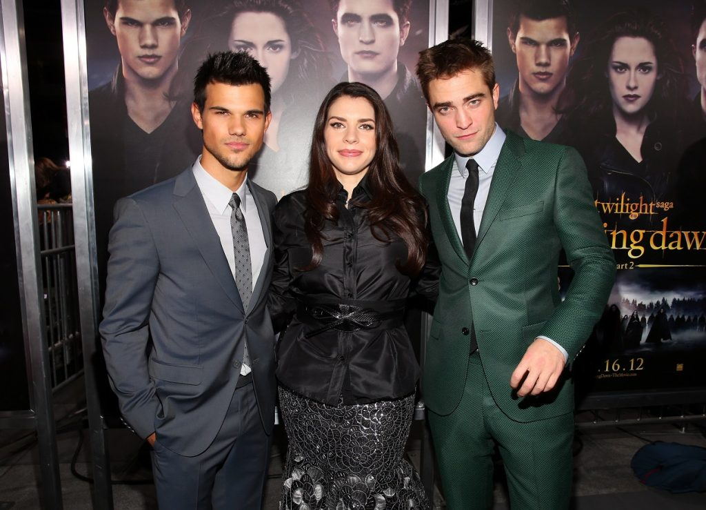 Taylor Lautner, Stephenie Meyer, and Robert Pattinson pose for a picture at the premiere for the last movie in The Twilight Saga
