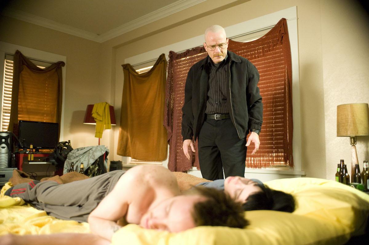 Walter White watches Jane die