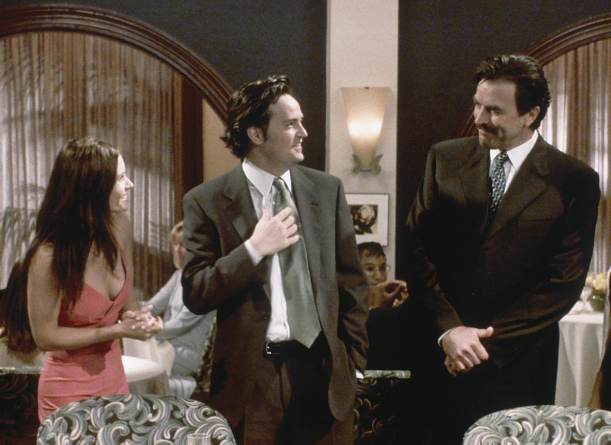 (L-R) Courteney Cox as Monica Geller, Matthew Perry as Chandler Bing, and Tom Selleck as Dr. Richard Burke in 'Friends'