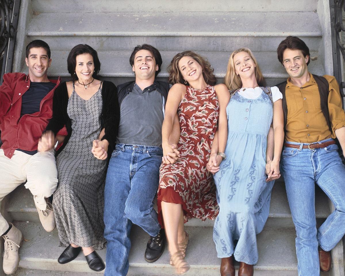 (L-R): David Schwimmer as Ross Geller, Courteney Cox Arquette as Monica Geller, Matt LeBlanc as Joey Tribbiani, Jennifer Aniston as Rachel Green, Lisa Kudrow as Phoebe Buffay, Matthew Perry as Chandler Bing in 'Friends'