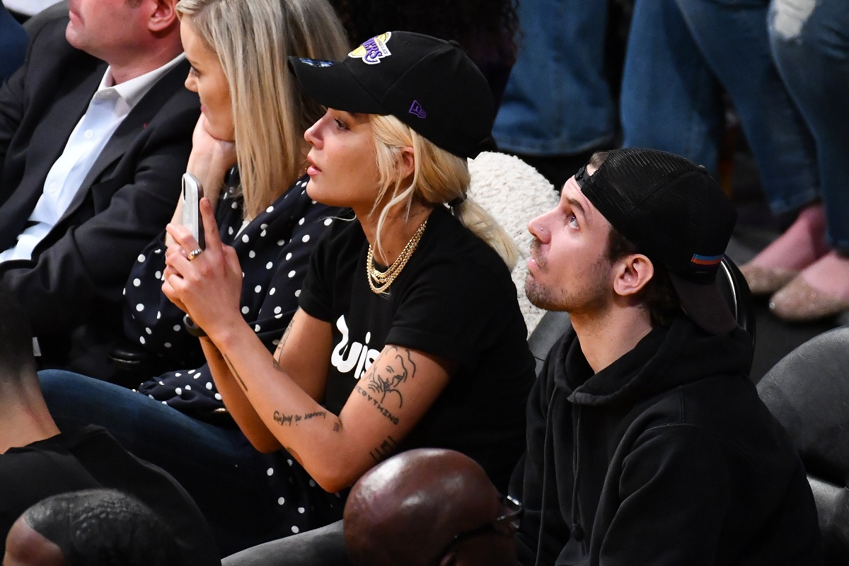 Halsey attends a basketball game between the Los Angeles Lakers and the Philadelphia 76ers at Staples Center on January 29, 2019, in Los Angeles, California.