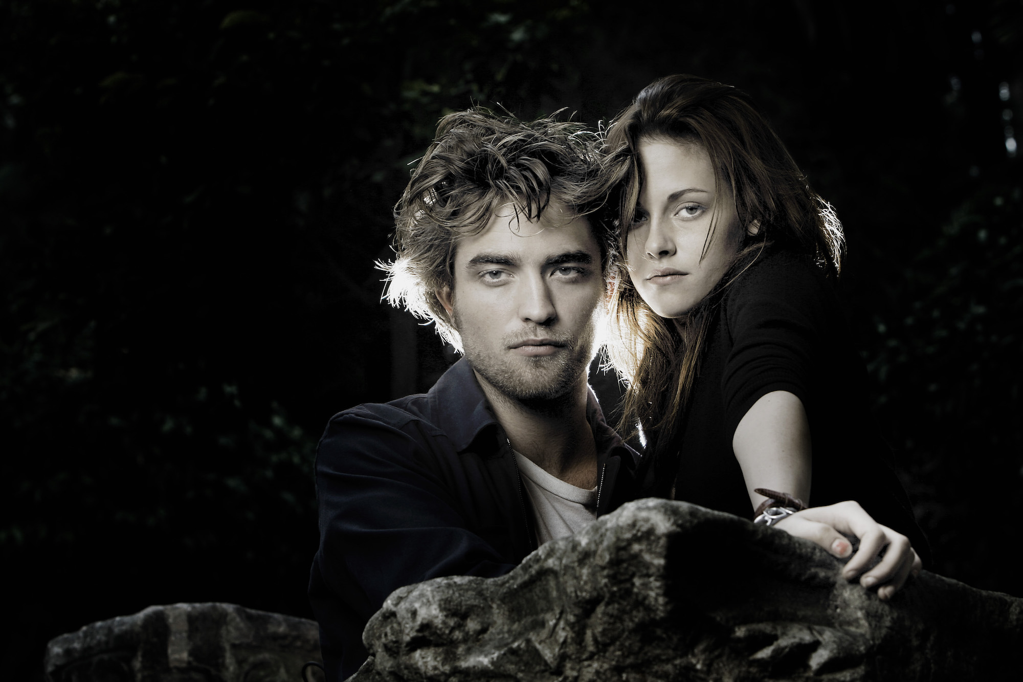Kristen Stewart and Robert Pattinson pose for the 'Twilight' Portrait Session at the 'De Russie' hotel on Oct. 31, 2008 in Rome, Italy