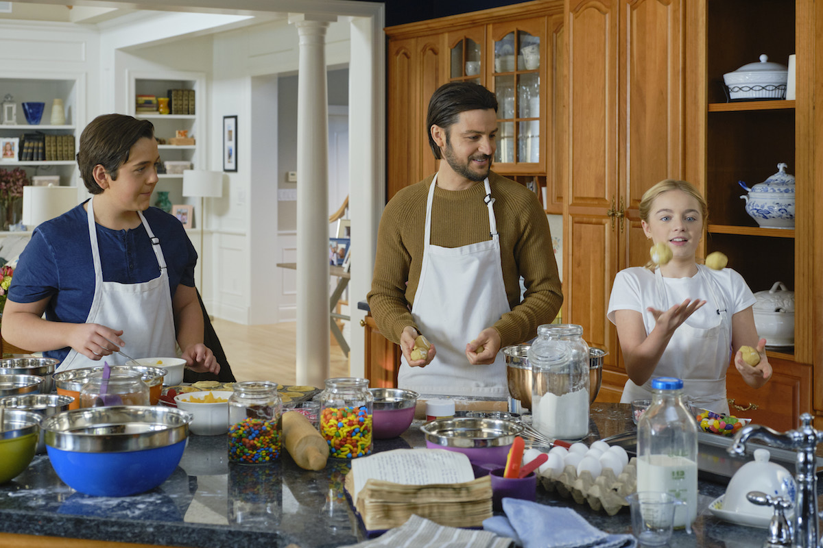 Tyler Hynes in the kitchen with two kids in Sweet Carolina