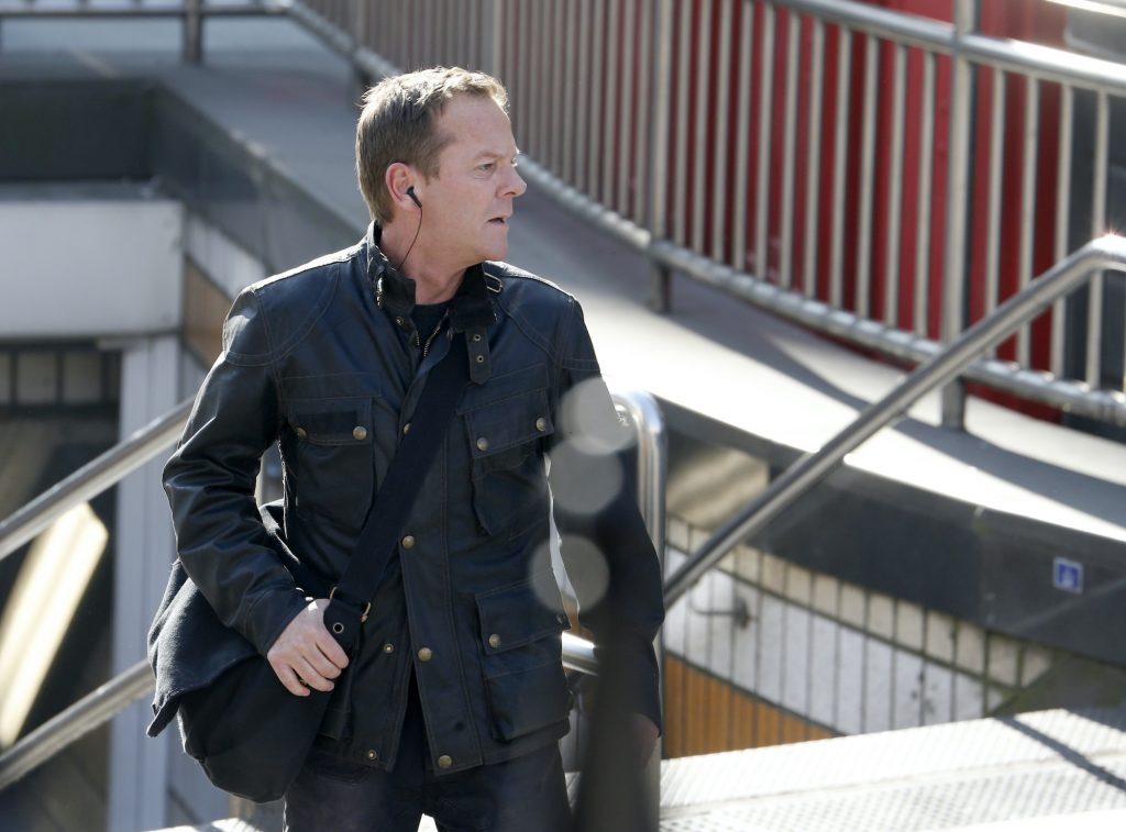 Kiefer Sutherland looking to the right