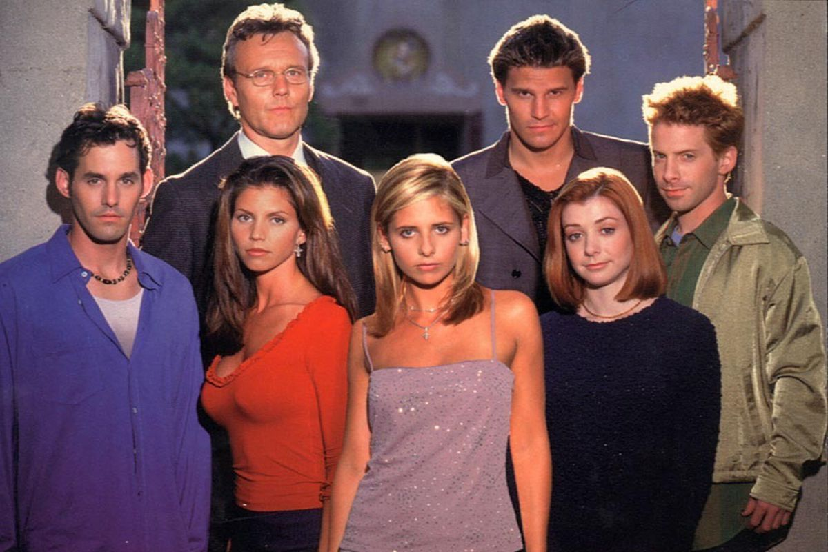 The cast of 'Buffy the Vampire Slayer' poses