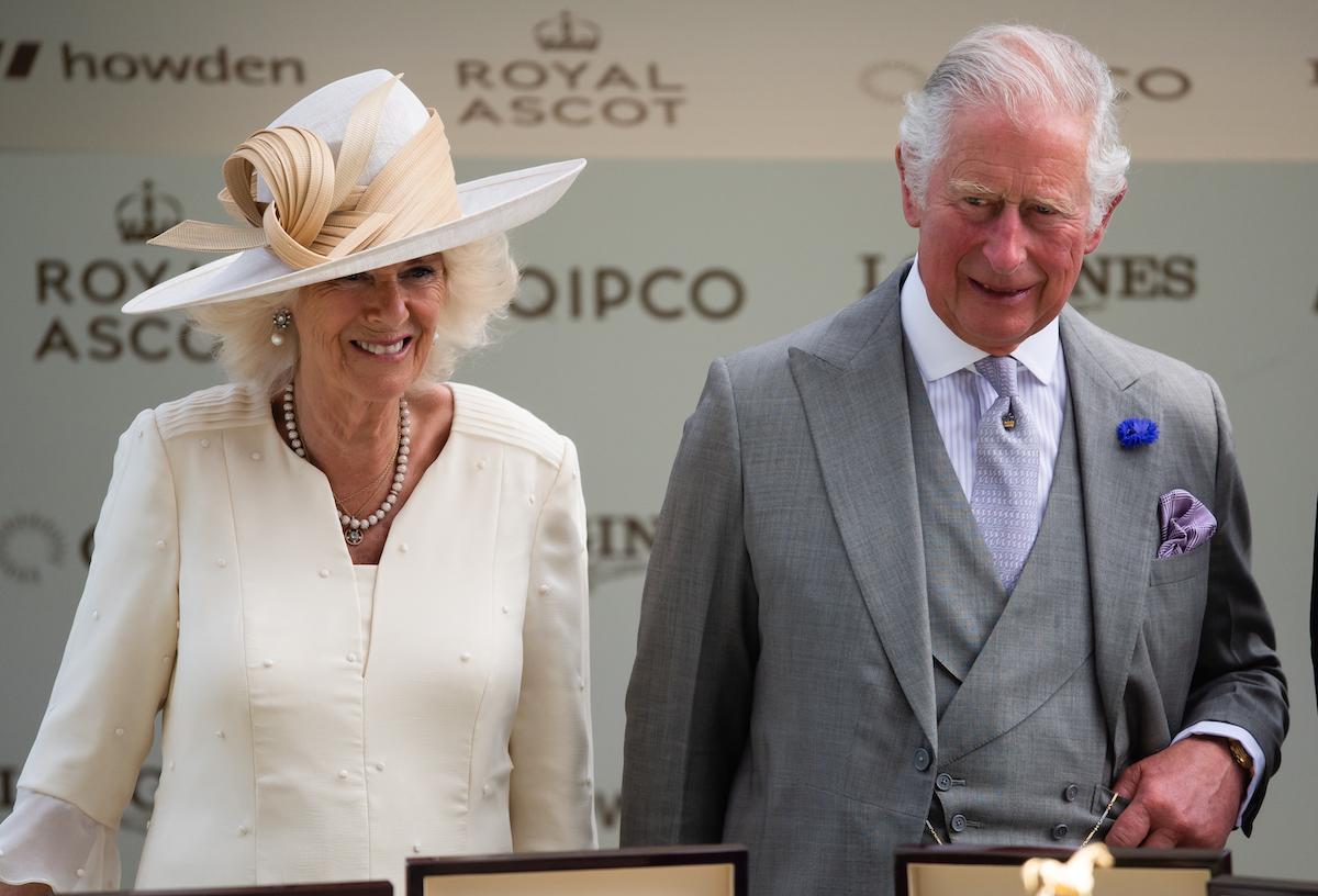 El príncipe Carlos hizo un gesto con la cabeza a Meghan Markle y al príncipe Harry en el Royal Ascot