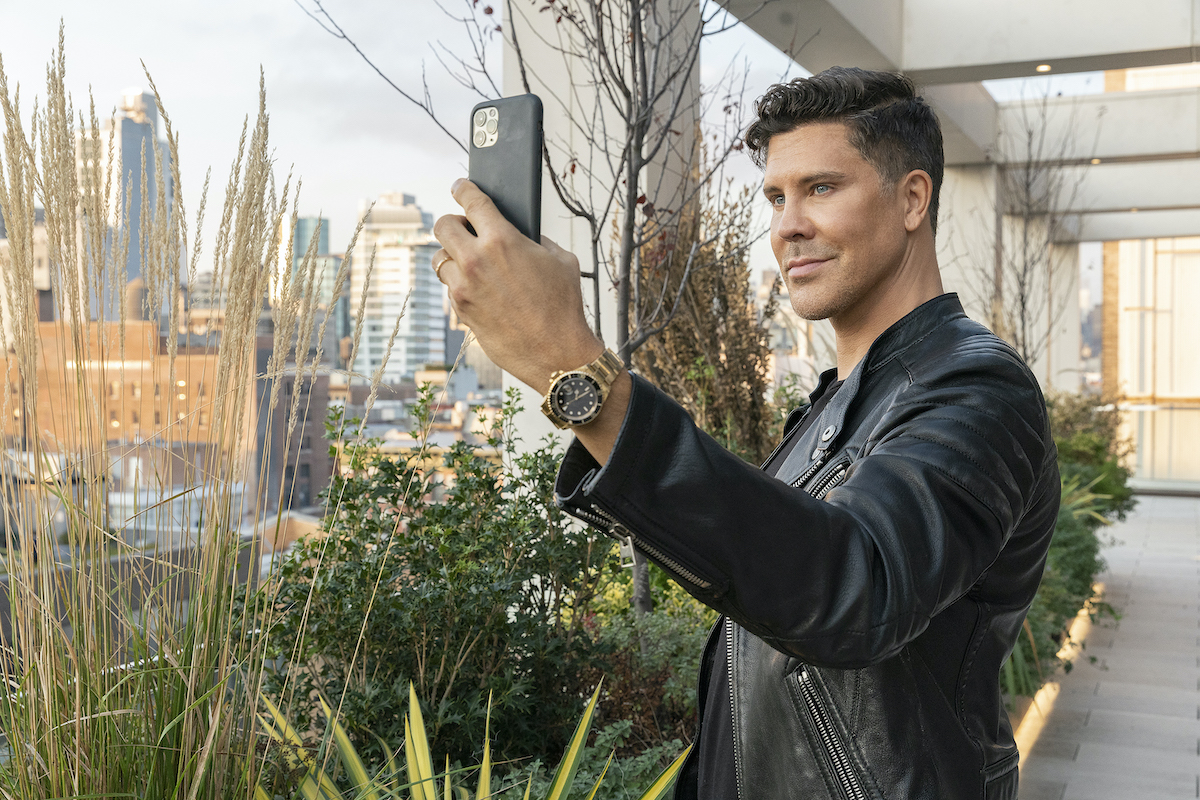 Million Dollar Listing New York's Fredrik Eklund takes a selfie at a new listing