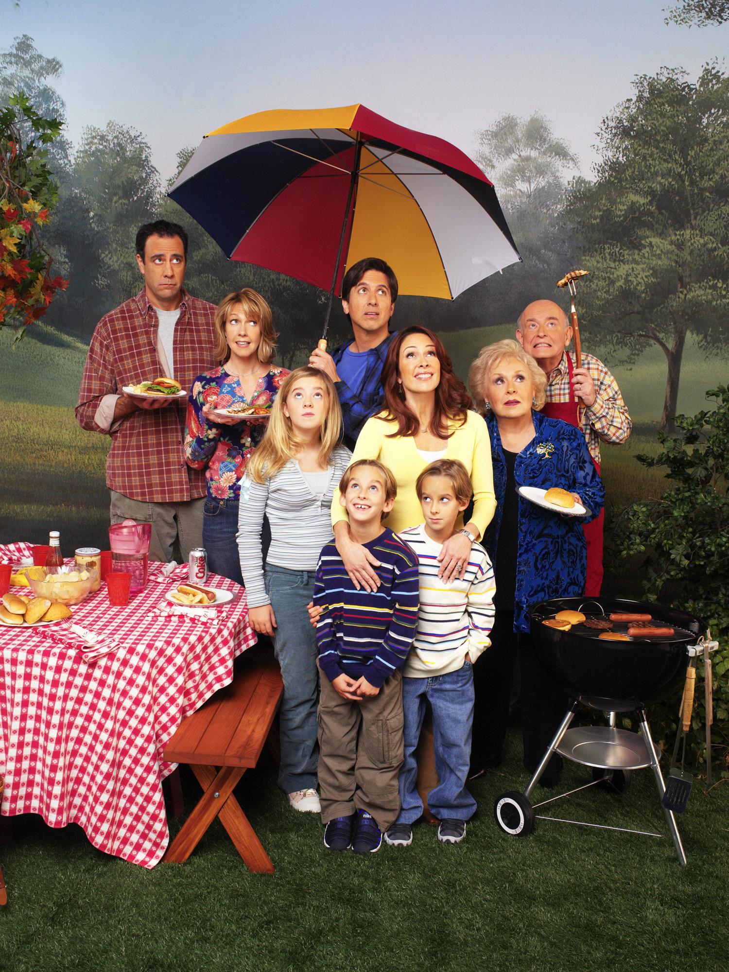 'Everybody Loves Raymond' cast photo with (left to right): Brad Garrett, Monica Horan, Madylin Sweeten, Sawyer Sweeten, Sullivan Sweeten, Ray Romano, Patricia Heaton, Doris Roberts, and Peter Boyle