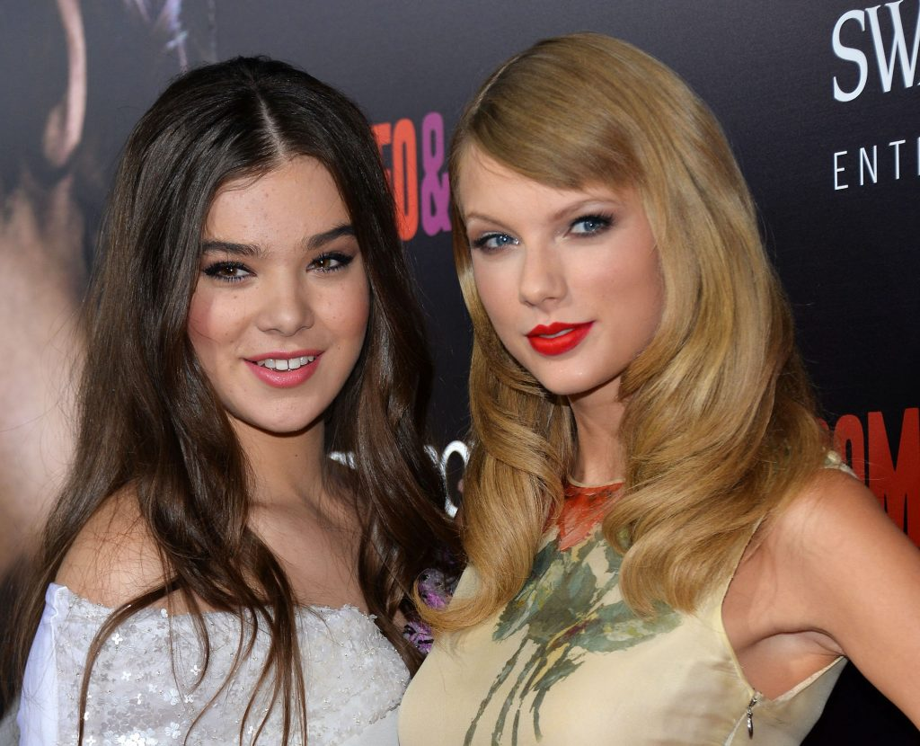 Hailee Steinfeld and Taylor Swift smiling