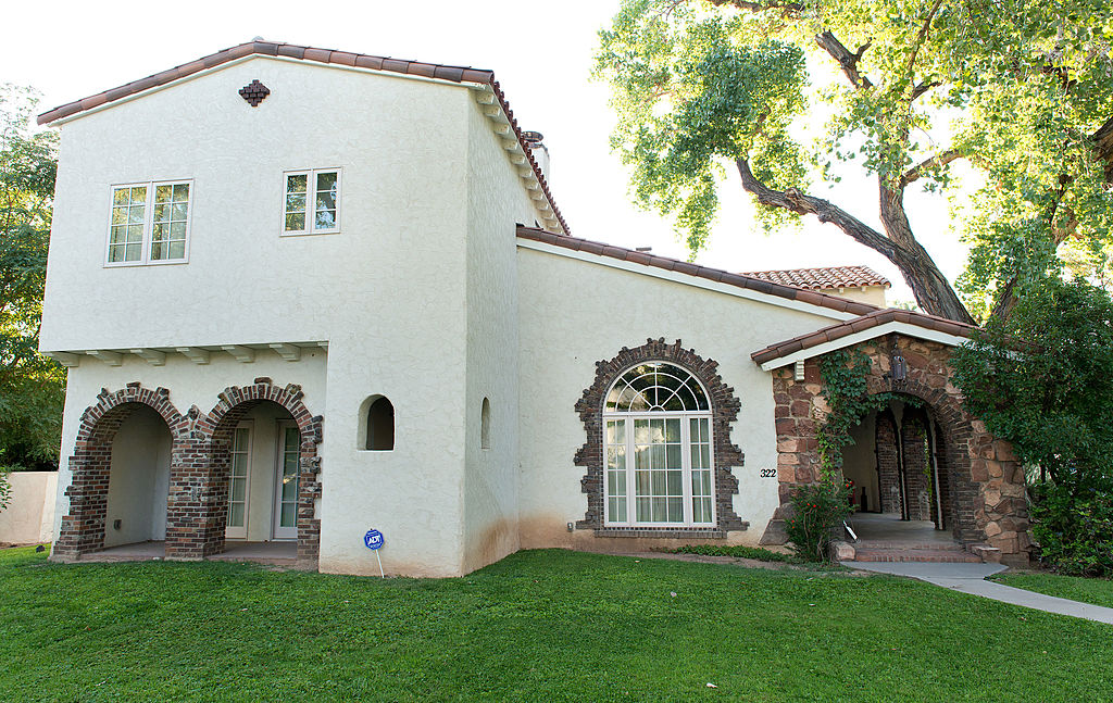 An exterior view of Jesse Pinkman's cream-colored house on 'Breaking Bad'.
