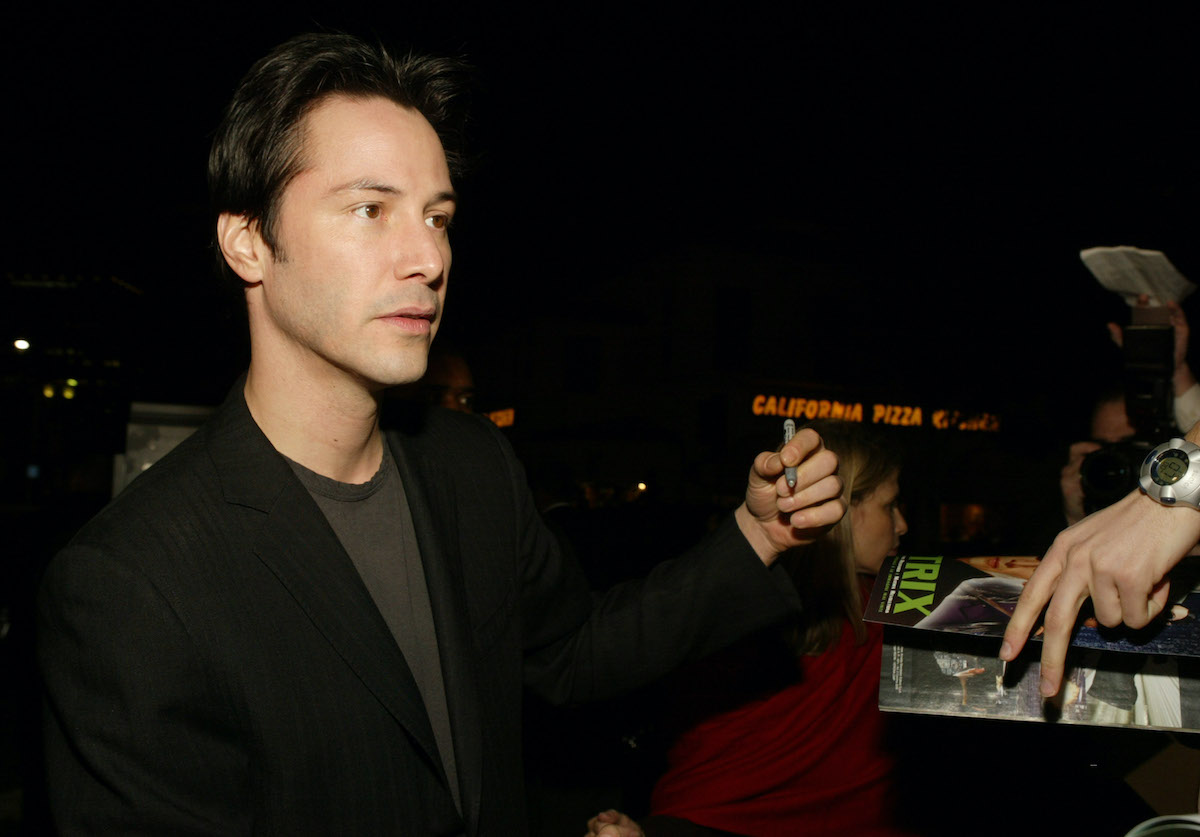 Keanu Reeves signs fans' autographs at the premiere of 'Something's Gotta Give'