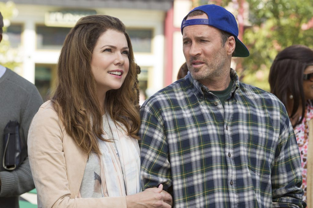 Lauren Graham and Scott Patterson lock arms on 'Gilmore Girls: A Year in the Life'