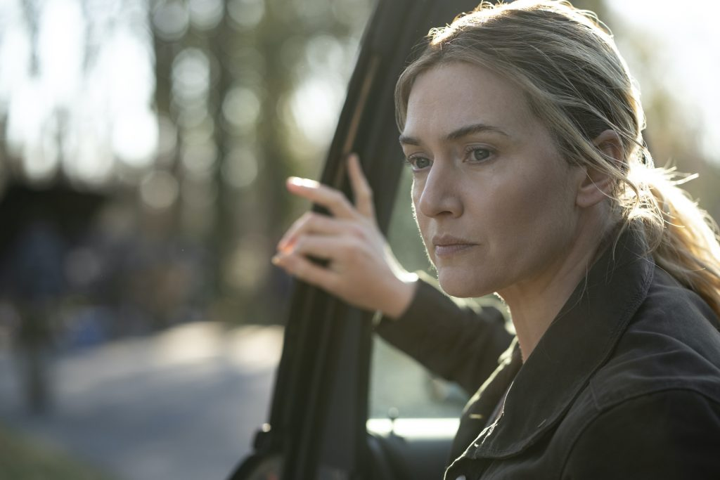 Kate Winslet stepping out of a car