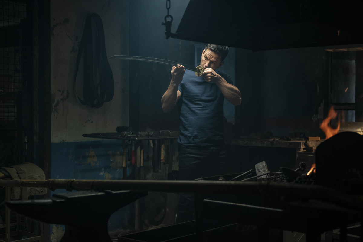 Mark Wahlberg forges a samurai sword in Infinite