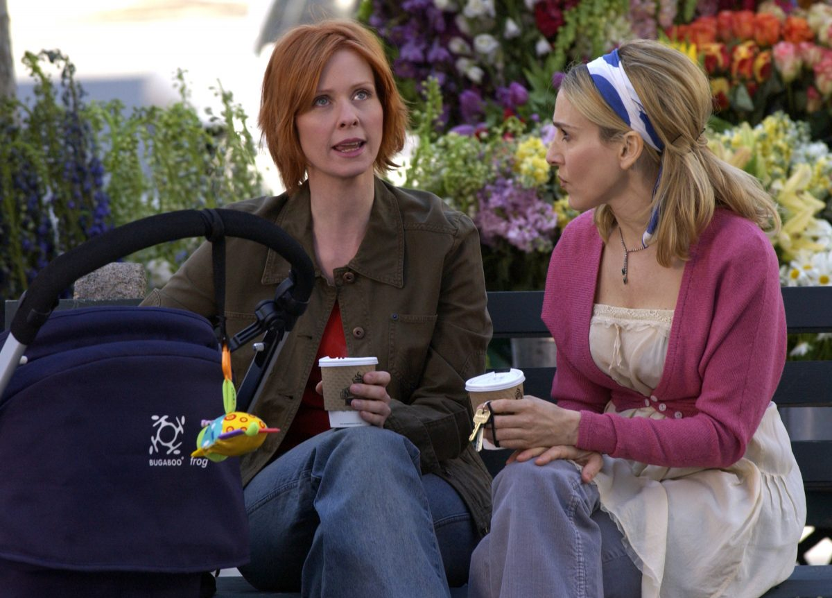 Cynthia Nixon as Miranda Hobbes and Sarah Jessica Parker as Carrie Bradshaw are seen in Bryant Park filming 'Sex and the City'