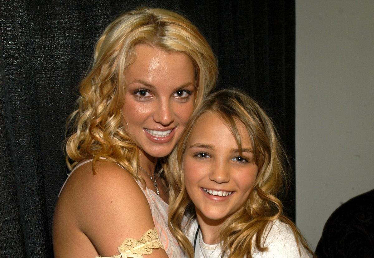 Britney Spears (L) and Jamie Lynn Spears in 2003