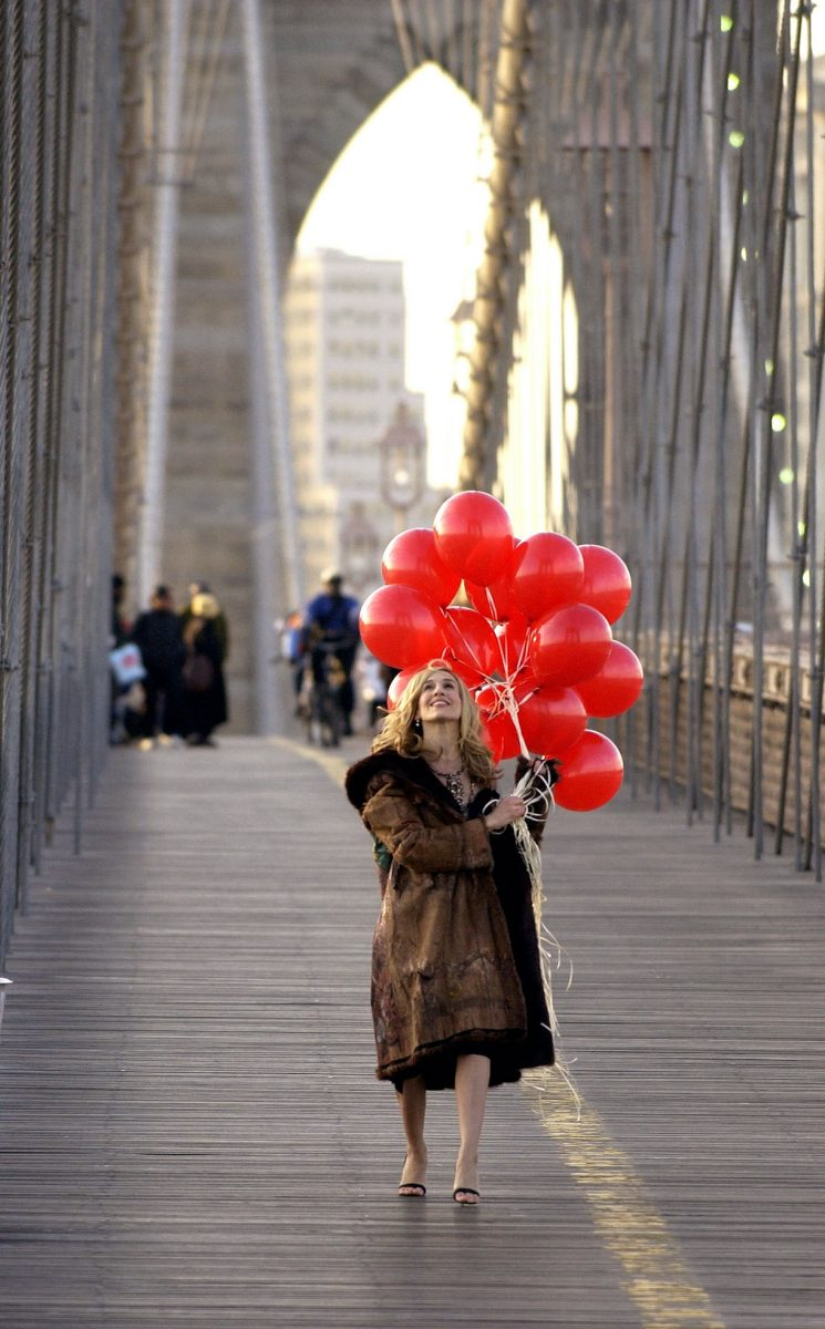 """Actress Sarah Jessica Parker shoots a promotional video for the hit HBO series, """"Sex and the City"""" on Brooklyn Bridge"""