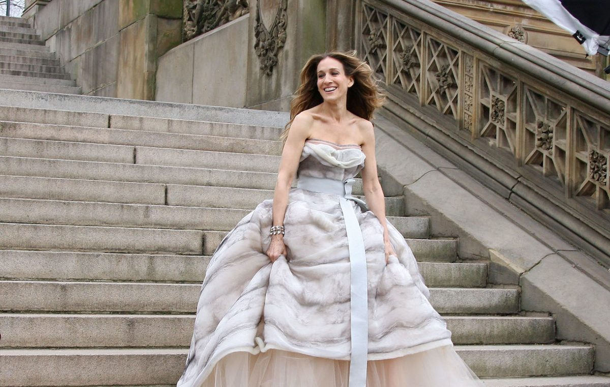 """Actress Sarah Jessica Parker on location for Annie Leibowitz's Vogue """"Sex and the city"""" photo shoot in Central Park"""
