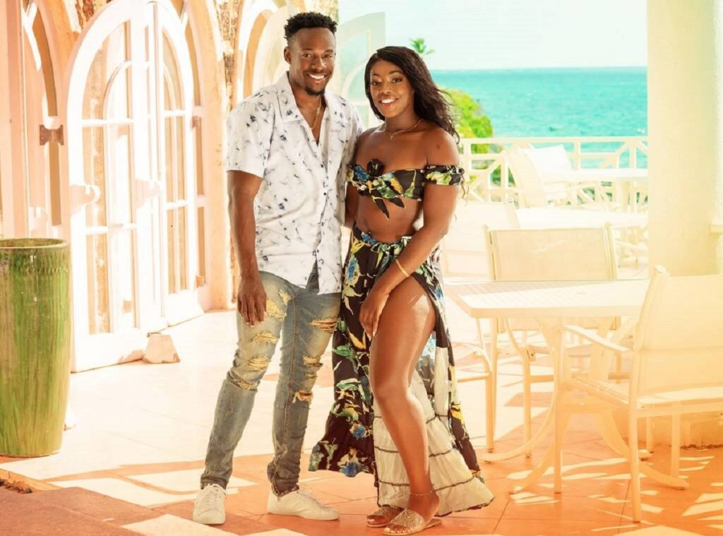 Steven and Martine posing in front of the beach on Love in Paradise: The Caribbean, A 90 Day Story   discovery+