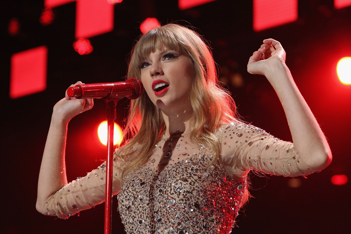 Taylor Swift performs onstage during Z100's Jingle Ball on December 7, 2012, in New York City.