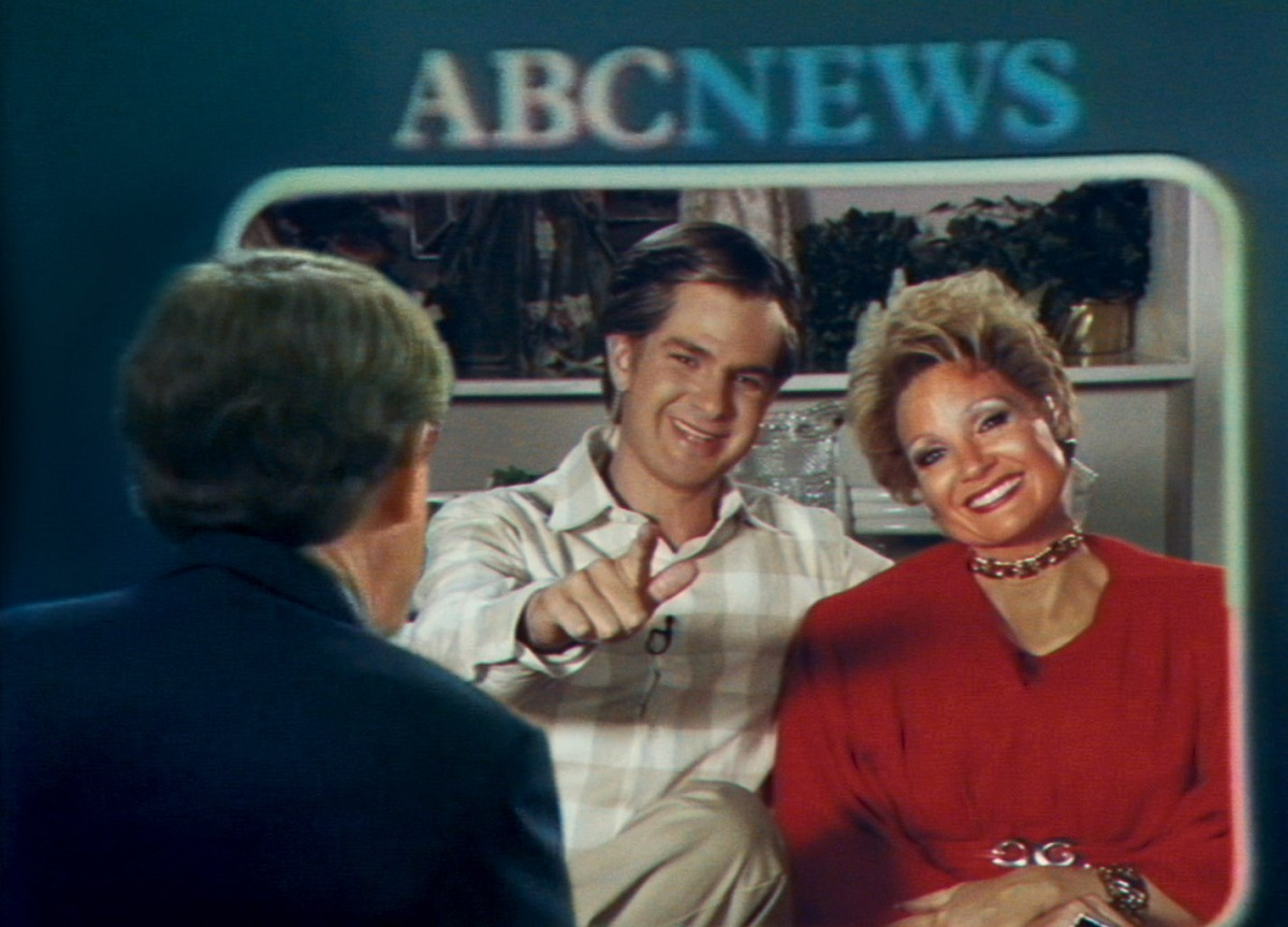 Andrew Garfield as Jim Bakker and Jessica Chastain as Tammy Faye Bakker (R) in 'The Eyes of Tammy Faye'